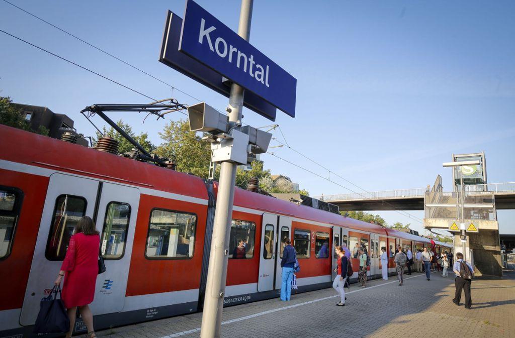 Die Kinder warfen nahe des Korntaler Bahnhofs Stöcke auf die Gleise. (Symbolbild) Foto: factum/Granville