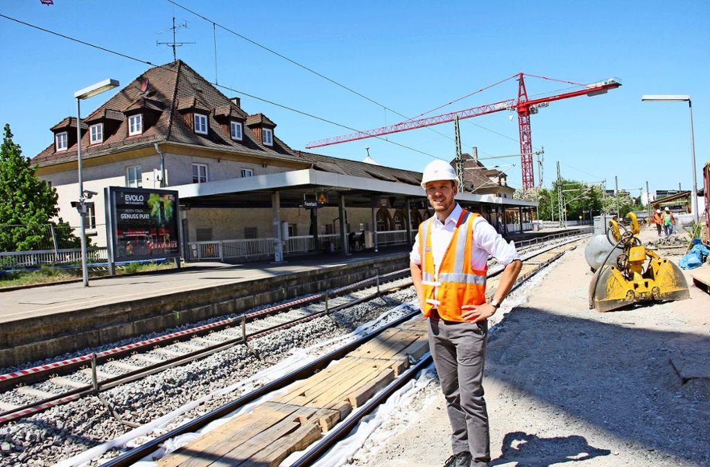 Michael Ditandy ist seit Anfang dieses Jahres Teamleiter am Haltepunkt Feuerbach. Der 31-jährige Ingenieur  war zuvor am Umbau des Hauptbahnhofs beteiligt. Foto: Georg Friedel