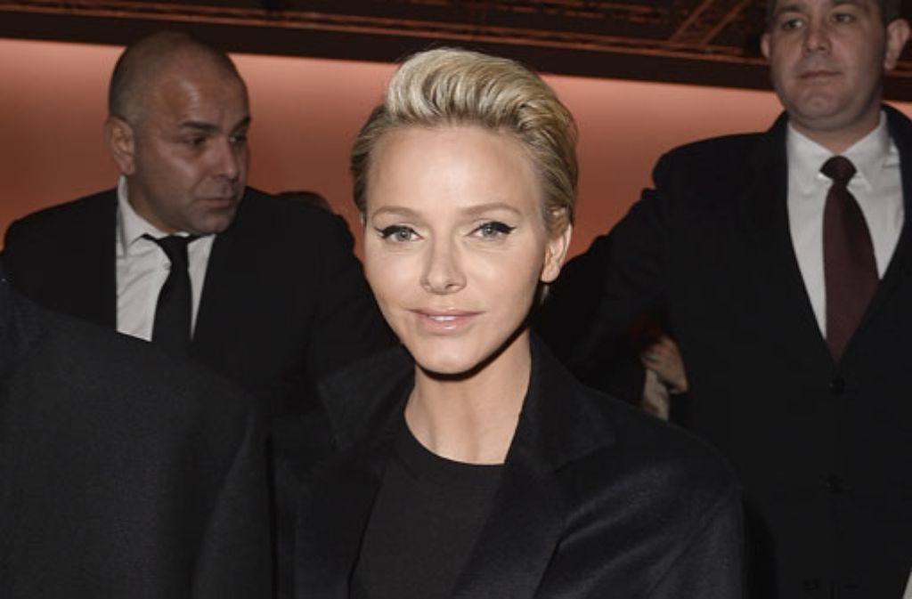 Hoher Besuch bei den Prêt-à-Porter-Schauen in Paris: Fürstin Charlène von Monaco war beim Louis-Vuitton-Défilée zu Gast. Foto: Getty Images