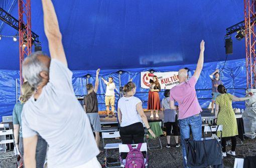 Die A-Cappella-Band Unduzo begeistert mit Gesangs-Workshop im Kulturzelt