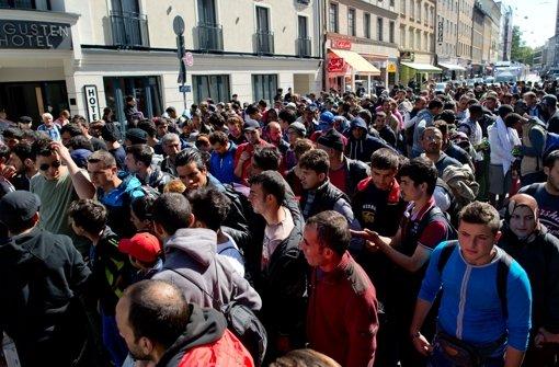 Flüchtlings-Notplätze werden knapp