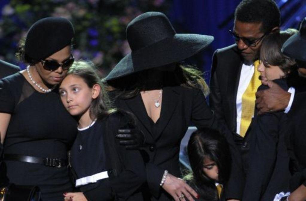 Die Kinder von Michael Jackson bei der Trauerfeier für den Popstar am 7. Juli 2009 im Staples Center in Los Angeles. Foto: AP
