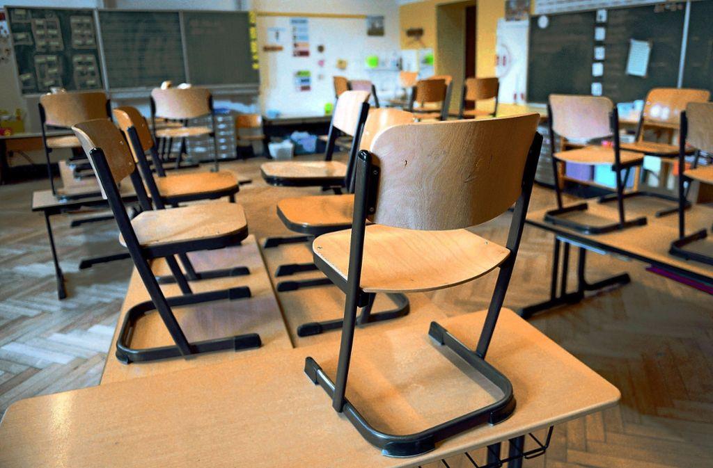 An manchen Schulen beginnt das Schuljahr mit Unterrichtsausfällen. Foto: dpa