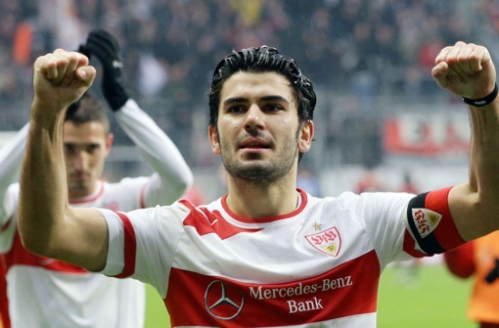 Es war einmal: Serdar Tasci jubelt im Trikot des VfB Stuttgart. Auf seine Karriere blicken wir in der folgenden Bilderstrecke zurück. Foto: Baumann