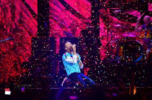 Tränenreicher Tribut an David Bowie und George Michael