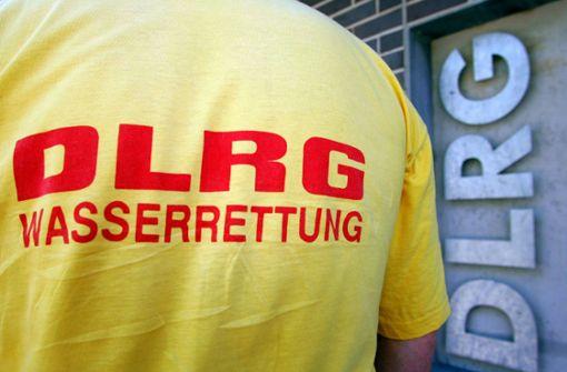 Wasserrettung rettet 91-Jährigen von Neckarböschung