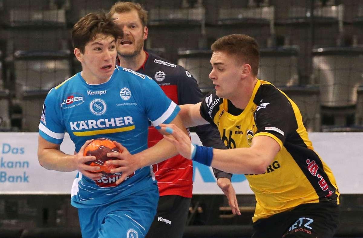 Fynn Nicolaus (li., gegen Coburgs Stepan Zeman) fehlt dem TVB Stuttgart in Minden. Foto: Baumann
