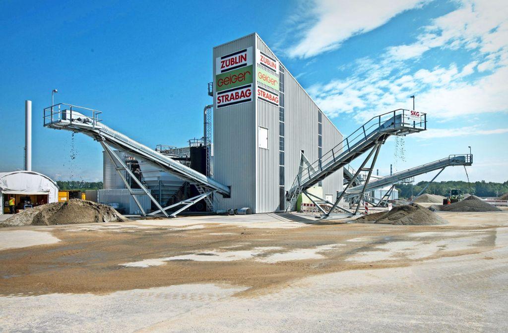 Diese Anlage in Ingolstadt reinigt über die Jahre 600000 Tonnen verseuchte Erde. Foto: Audi