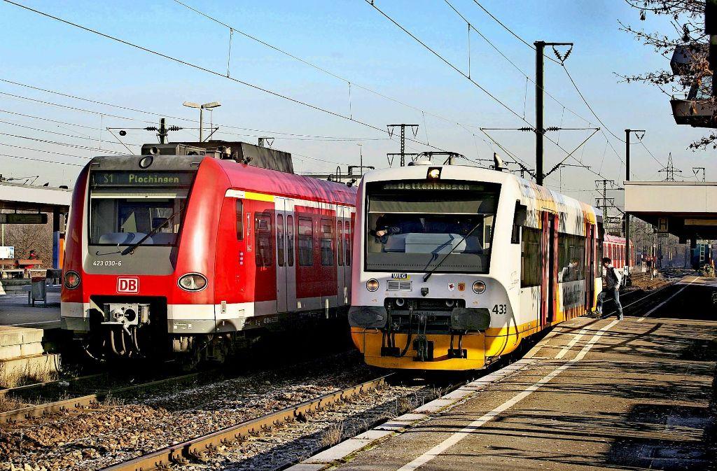 Viel Betrieb auf den Gleisen:  Am Bahnhof Böblingen wartet die Schönbuchbahn. Foto: factum