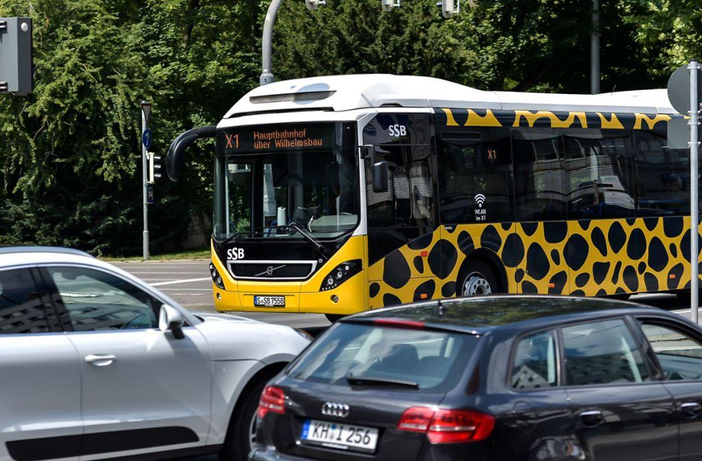 Mit der Linie X 1 und ihren äußerst spärlich besetzten Bussen hat der Steuerzahlerbund aus seiner Sicht ein Beispiel für Verschwendung gefunden. Foto: Lichtgut/Max Kovalenko