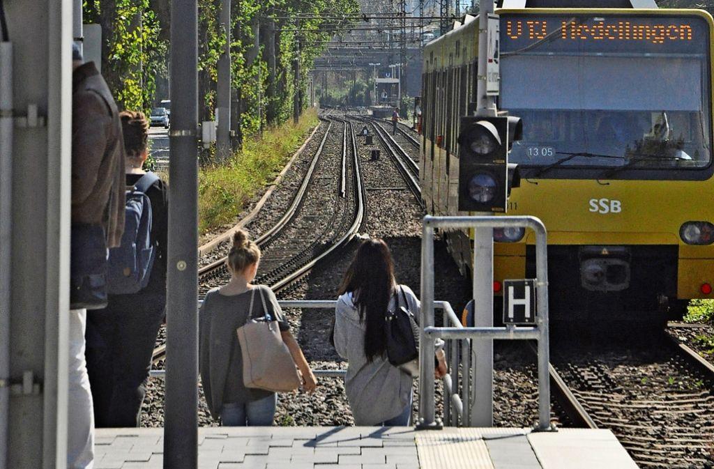 Die Haltestelle Ebitzweg ist für Behinderte kaum zu erreichen. Foto: Georg Linsenmann