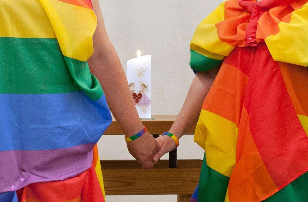 Die öffentliche Segnung gleichgeschlechtlicher Paare ist jetzt auch in Württemberg erlaubt. Foto: epd