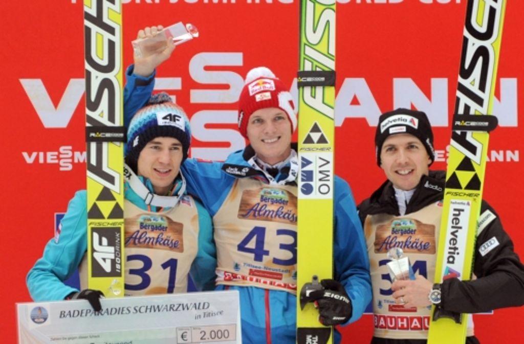 Von links: Der Pole und Zweitplatzierte Kamil Stoch, der Österreicher und Sieger Thomas Morgenstern und der Schweizer und Drittplatzierte Simon Ammann. Foto: dpa