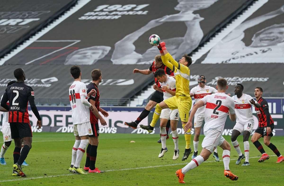 Für einen Sieg hat es nicht gereicht, doch auch mit einem Unentschieden gegen Eintracht Frankfurt sind die Fans des VfB Stuttgart zufrieden. Foto: dpa/Thomas Frey