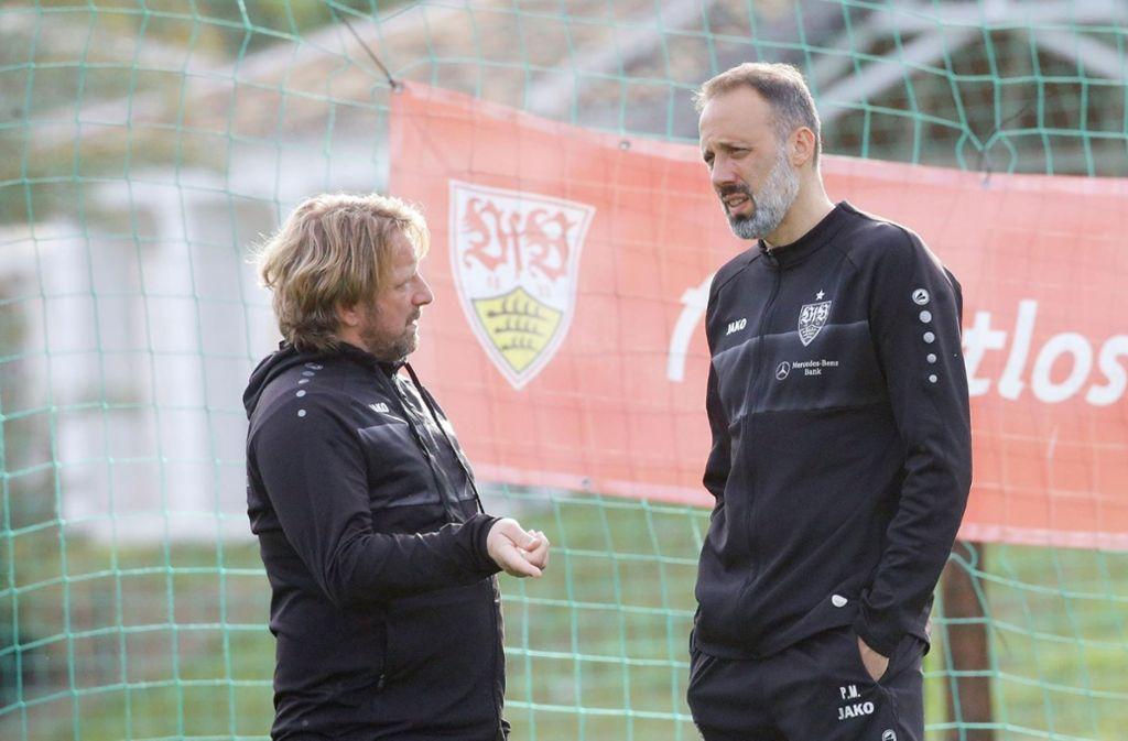 Sportdirektor Sven Mislintat im Gespräch mit Trainer Pellegrino Matarazzo. Foto: Pressefoto Baumann