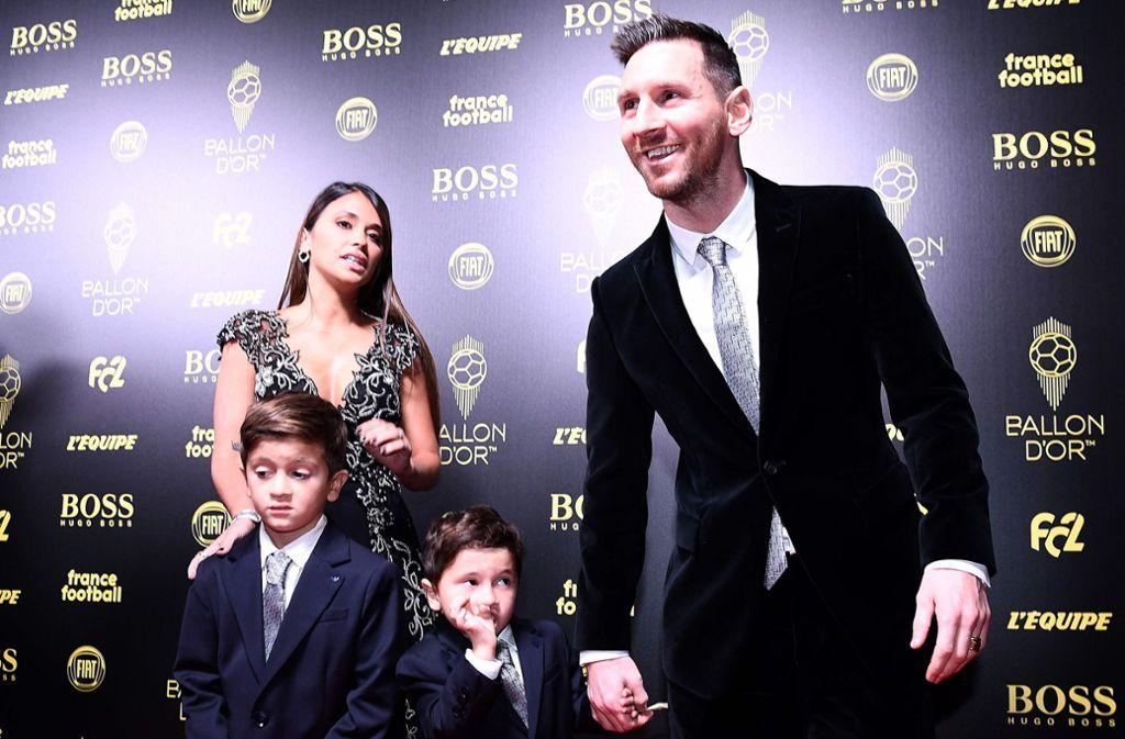 Ob Thiago seinen Bruder Mateo  ins Ohr gezwickt hat, blieb offen. Foto: AFP/FRANCK FIFE