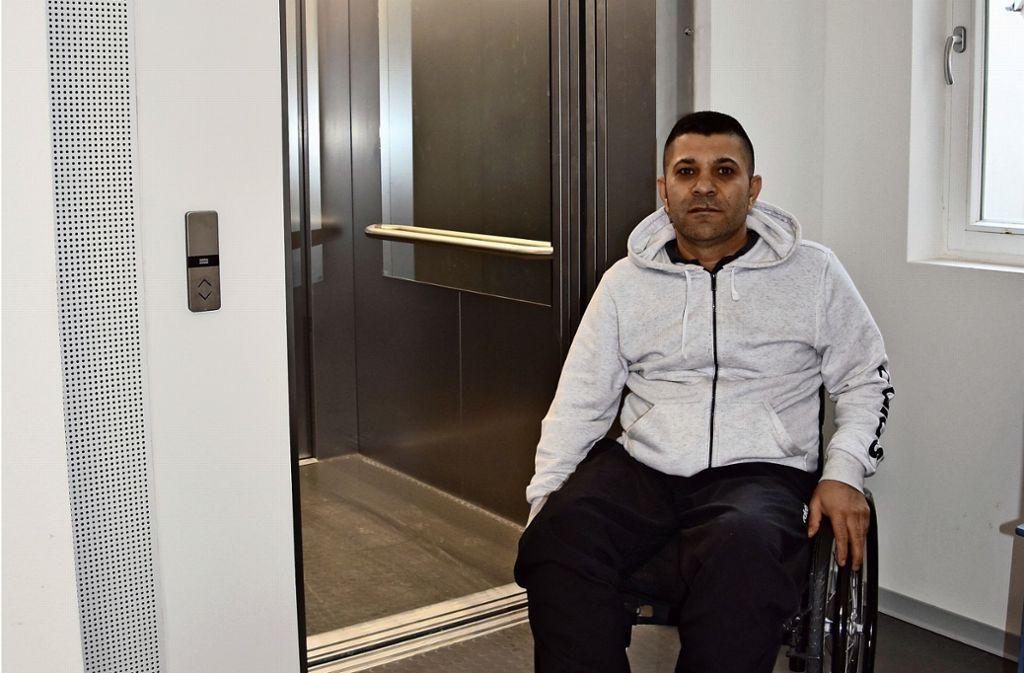 Barrierefrei ins  Bürgerbüro: Ein Bürger aus   Heumaden kam extra  nach Wangen gefahren, weil es dort einen Lift   gibt. Foto: Kuhn Foto: