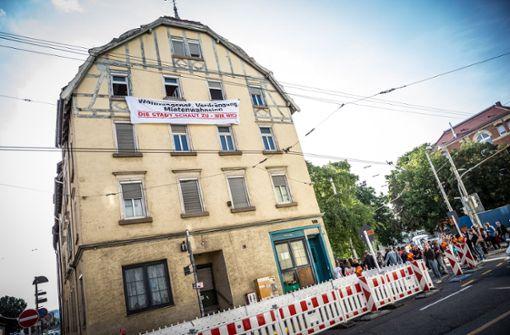 Aktivisten nehmen Haus in Beschlag – Demo auf dem Marktplatz