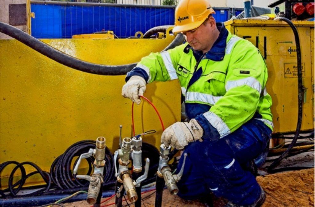 In der Siemensstraße im Böblinger Norden werden gegenwärtig zwei Bohrlöcher saniert. Die Arbeiten sollen Ende des Jahres abgeschlossen sein. Foto: factum/Weise