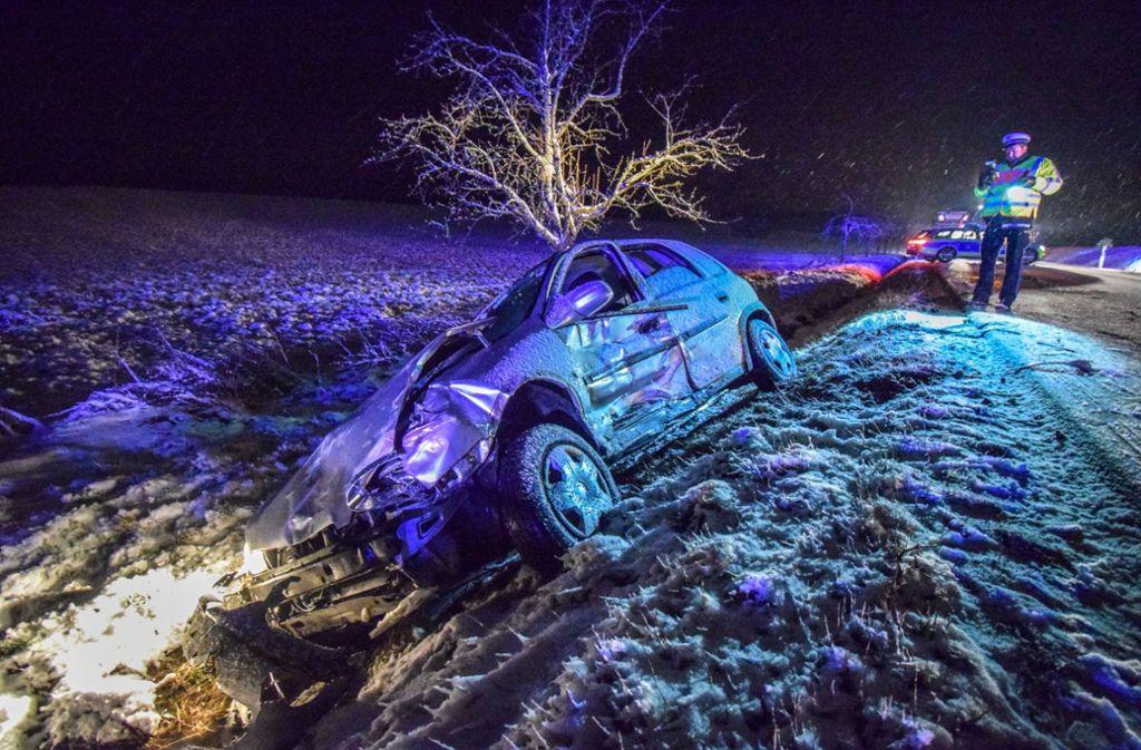 Ein Autofahrer war  auf die Gegenfahrbahn geraten und mit zwei entgegenkommenden Fahrzeugen zusammengestoßen. Foto: 7aktuell.de/Nico Schmid