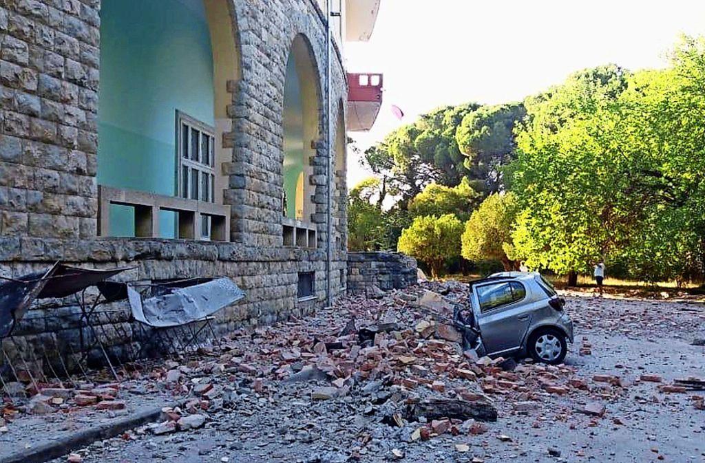 Bei mehreren Erdbeben in Albanien wurden Häuser und Autos zerstört Foto: AP/dpa/Uncredited