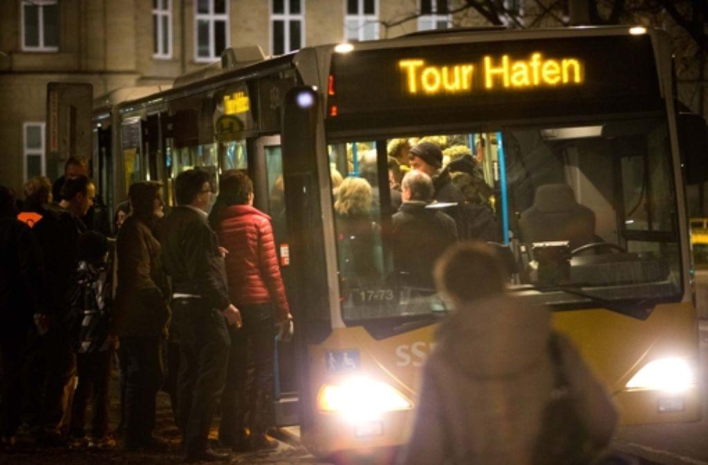 Am Donnerstag entscheidet das Arbeitsgericht Stuttgart über eine einstweilige Verfügung gegen den Sonderverkehr bei der Langen Museumsnacht. Foto: Michael Steinert