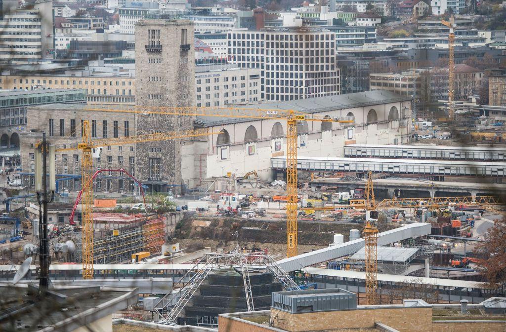 Um schneller voran zu kommen soll auf der S-21-Baustelle für den Tiefbahnhof auch in der Nacht gearbeitet werden. Foto: dpa
