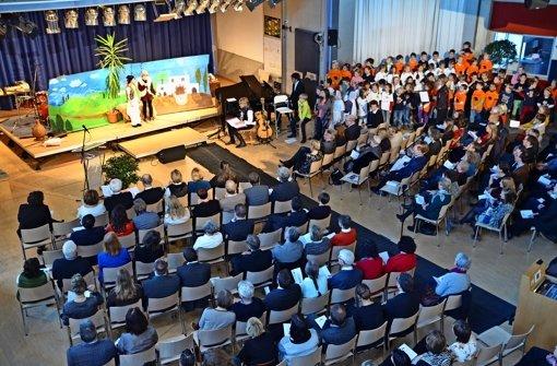 Mit einem Festakt in der Aula startet die Freie Evangelische Schule in ihr Jubiläumsjahr. Foto: Sandra Hintermayr