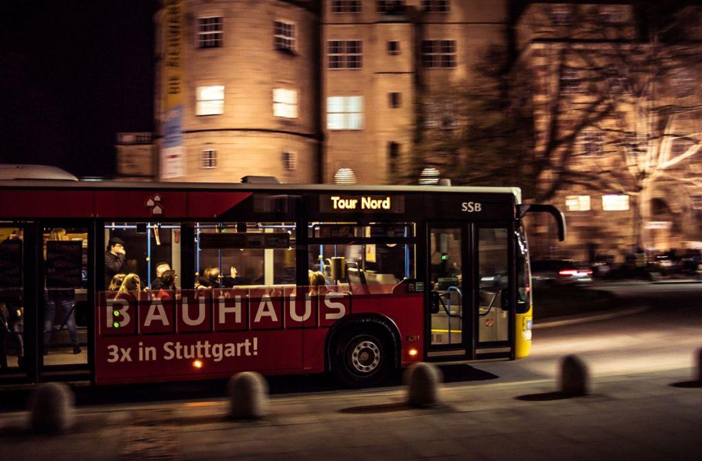 Unterwegs mit dem Bus bei der Langen Nacht der Museen. Foto: Lichtgut/Max Kovalenko