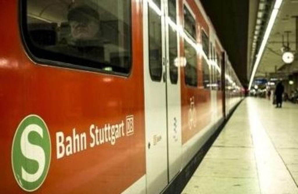 Eine S-Bahn der Linie S3 ist am Mittwochmorgen in Bad Cannstatt liegen geblieben. Dies hatte Verspätungen auf den Linien S1, S2 und S3 zur Folge. (Symbolbild) Foto: Lichtgut/Leif Piechowski