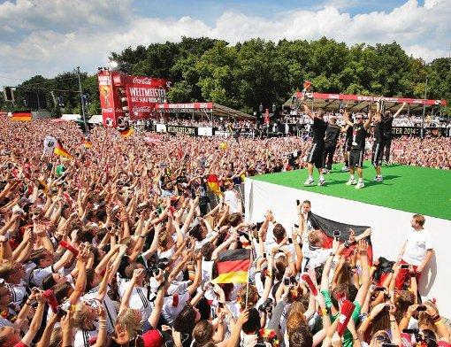 Zehntausende bejubeln die WM-Elf