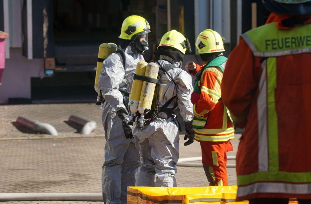 Ein ausgelaufenes Insektizid sorgt in Schlierbach für einen Feuerwehreinsatz. Foto: SDMG