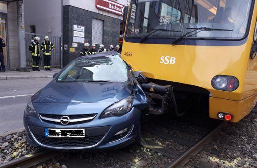 Autofahrer wird bei Stadtbahn-Unfall schwer verletzt