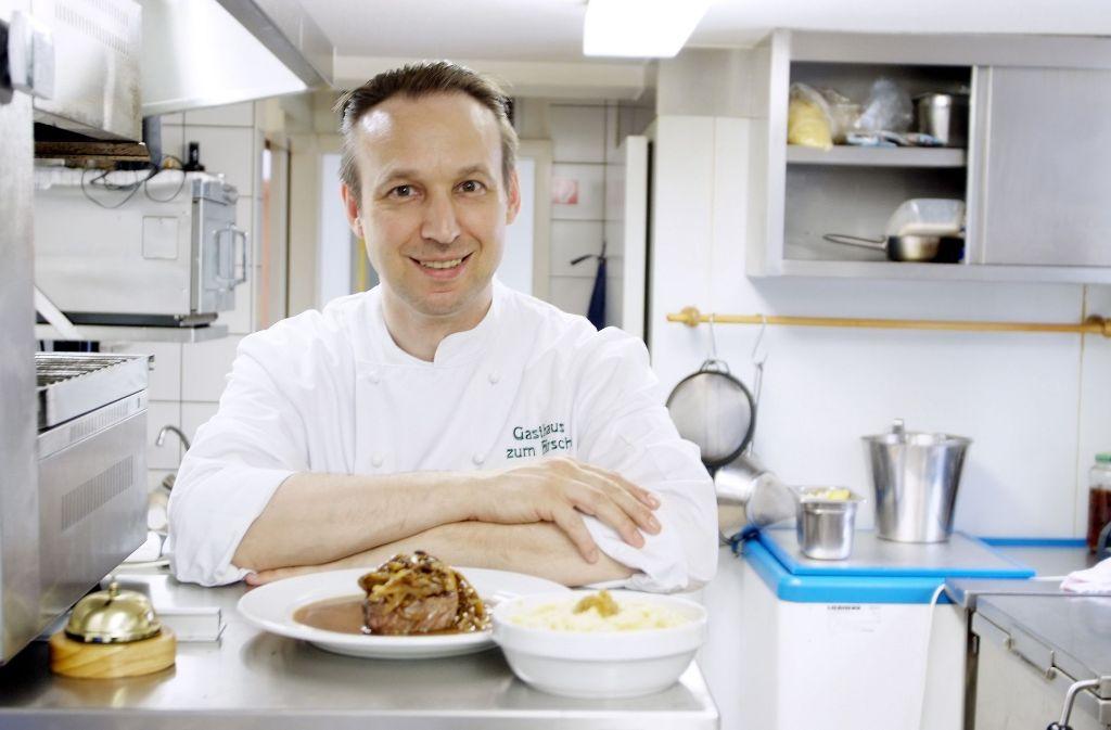 Obwohl Ralf Kuhn als Wirt zusätzlich viel Papierkram erledigen muss, steht er nach wie vor täglich in der Küche. Foto: z/privat