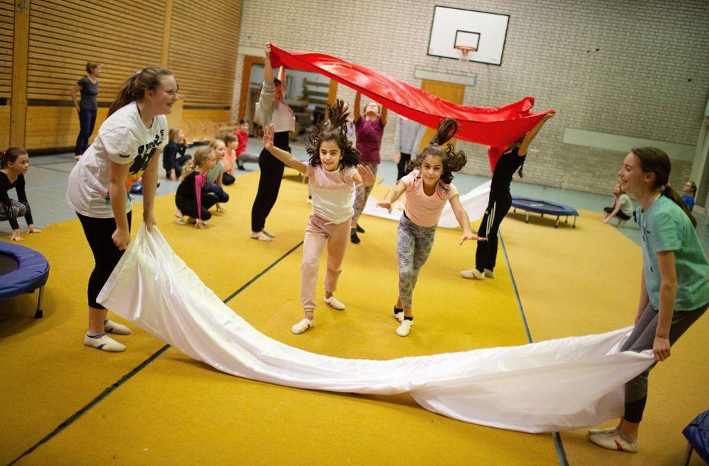 Hauptprobe bei den Kindern der Turnerschaft Göppingen: An diesem Samstag haben sie ihren großen Auftritt bei der Turngala in der Göppinger EWS Arena. Foto: Ines Rudel