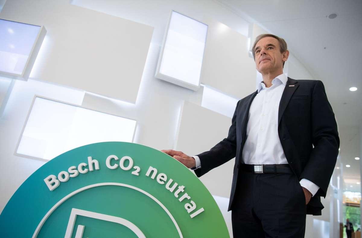 Elektromobilität und alternative Kraftstoffe würden gleichermaßen gebraucht, so die Meinung von Bosch-Chef Volkmar Denner. (Archivbild) Foto: dpa/Marijan Murat