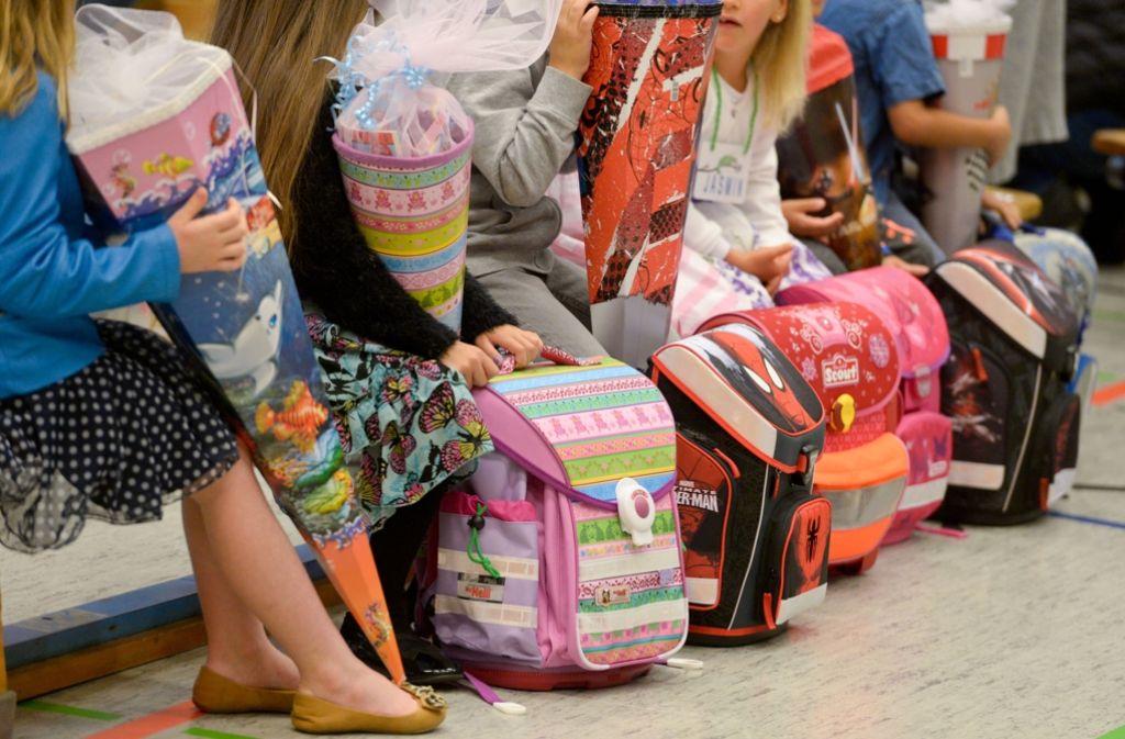 Ganztagsbetreuung für Grundschüler ist eines der Themen, die aus Spargründen auf Eis gelegt werden sollen. Foto: dpa