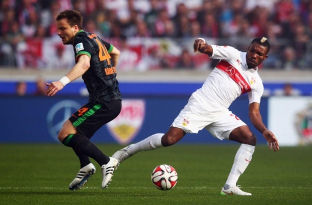 Serey Dié stellt sich voller Energie in den Dienst der Mannschaft. Der defensive Mittelfeldspieler steht seit Februar 2015 beim VfB Stuttgart unter Vertrag. Foto: Bongarts