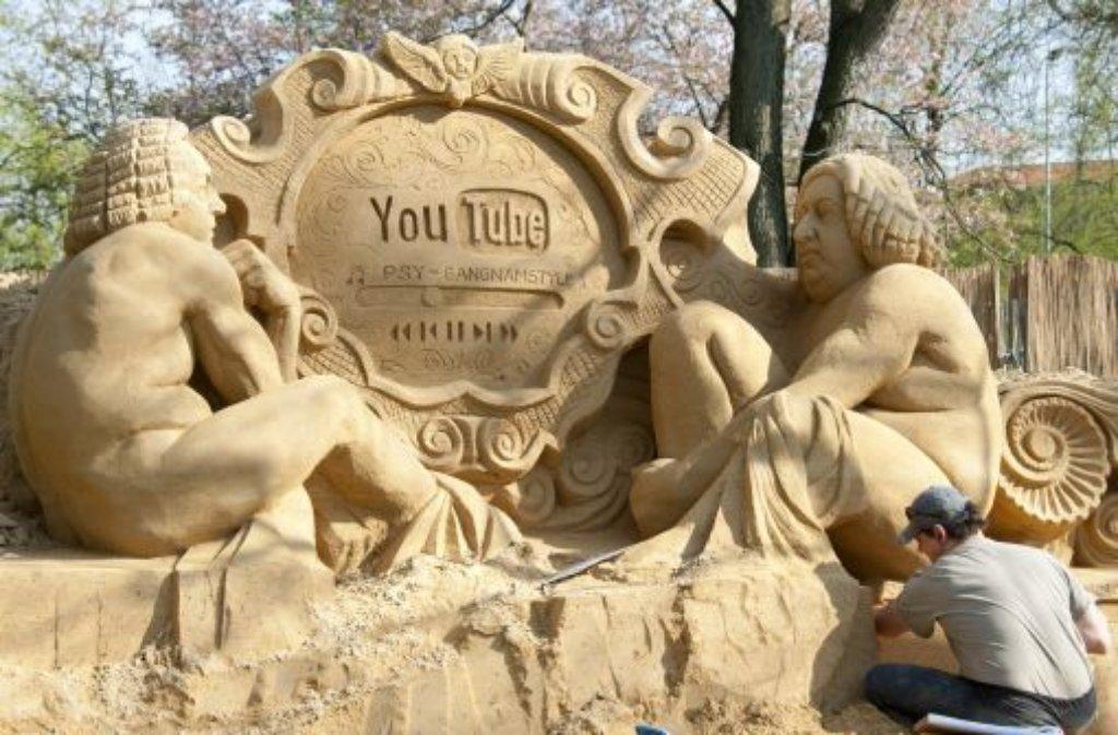 Am 1. Mai öffnet die Ausstellung Sandwelt 2013 in Ludwigsburg, bei der 16 aus Sand gebaute Skulpturen gezeigt werden. In den letzten Wochen sind die Kunstwerke vorort entstanden. Klicken Sie sich durch die Bilder ... Foto: dpa