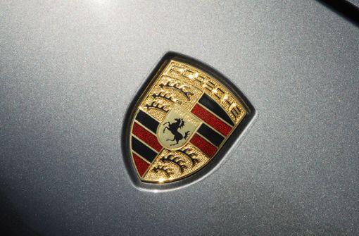 Luxusgegenstände aus Porsche gestohlen – Zeugen gesucht