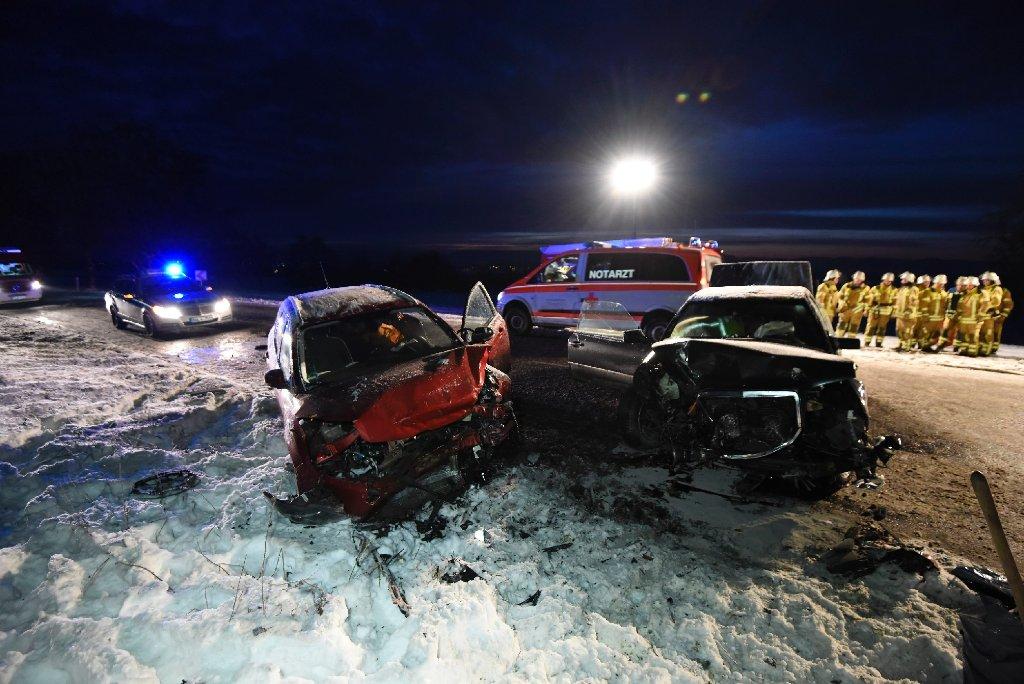 Bei einem Unfall bei Walddorfhäslach sind am Montag zwei Menschen schwer verletzt worden. Foto: www.7aktuell.de | Oskar Eyb