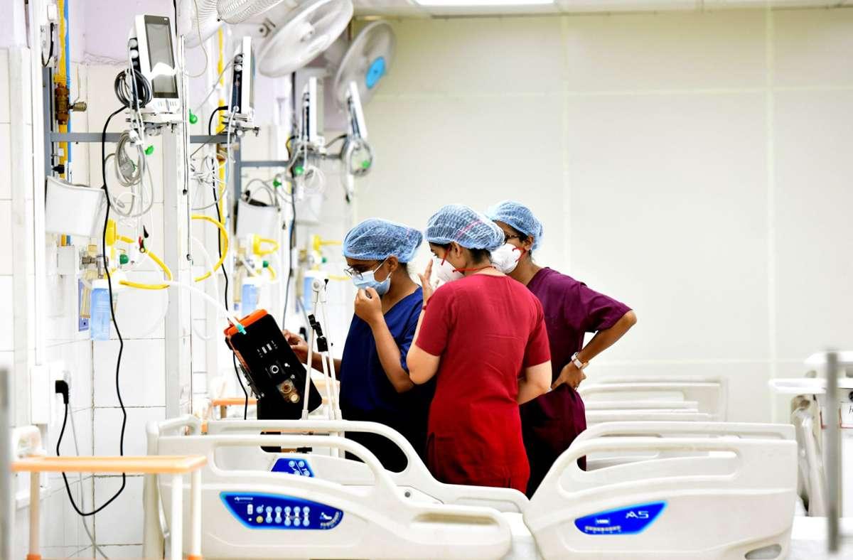 In einem indischen Krankenhaus werden an Covid-19 Erkrankte behandelt. (Archivbild) Foto: imago images/Hindustan Times/Hindustan Times via www.imago-images.de