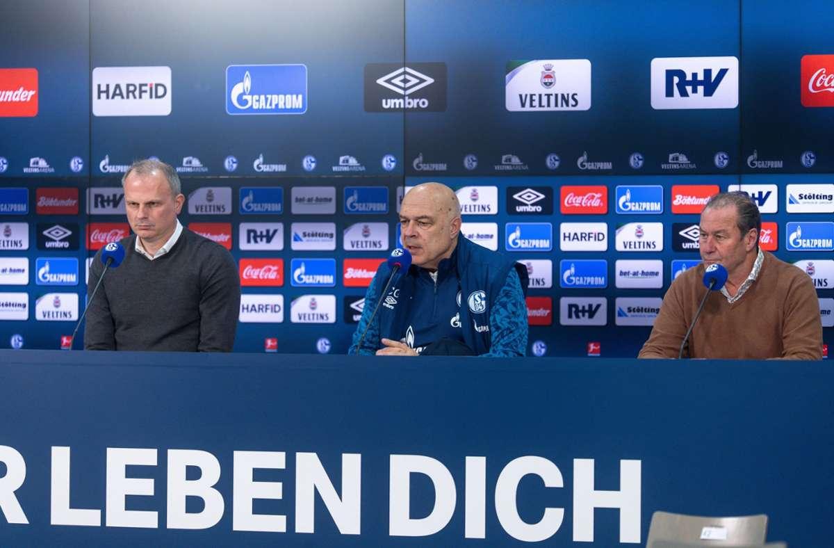 Erfolgloses Schalke-Trio: Sportvorstand Jochen Schneider, Trainer Christian Gross und Aufsichtsrat Huub Steven (von links) Foto: imago