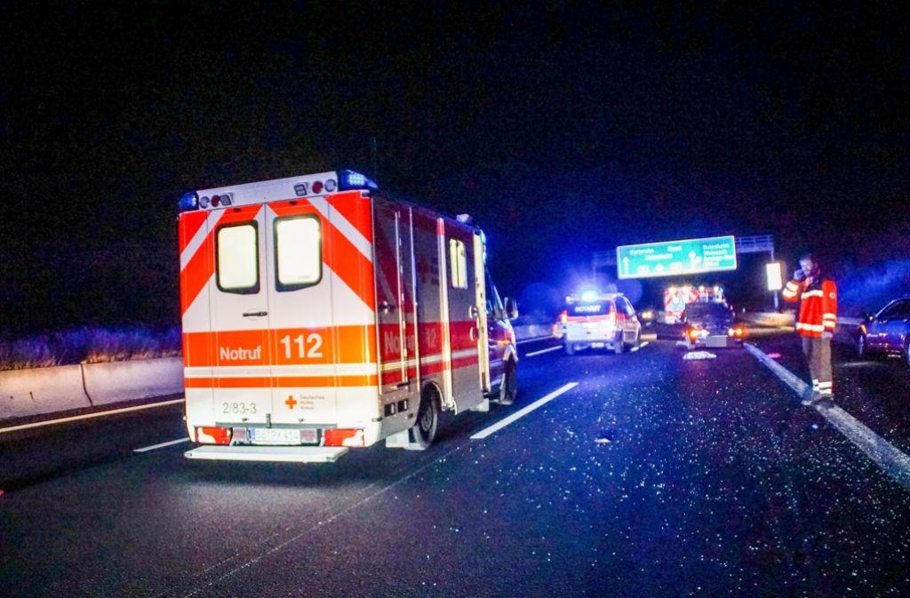 Ein schwerer Unfall ereignete sich am Freitagabend auf der Autobahn A 8. Foto: SDMG