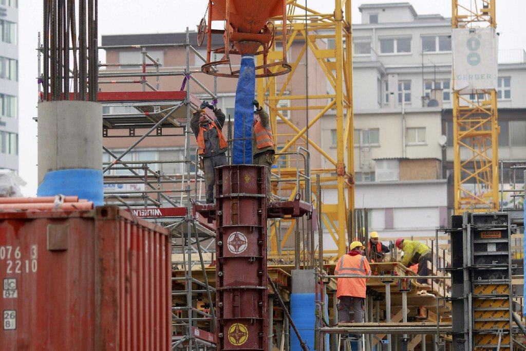 An der Tübinger Straße nimmt mit dem Gerber ein Großprojekt langsam Gestalt an. Unsere Fotostrecke zeigt, wie sich die Baustelle in den letzten vier Wochen verändert hat. Foto: www.7aktuell.de | Florian Gerlach (35 Fotos)