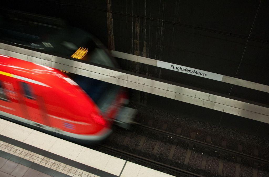 Die herannahende S-Bahn kann lebensgefährlich werden. Foto: dpa