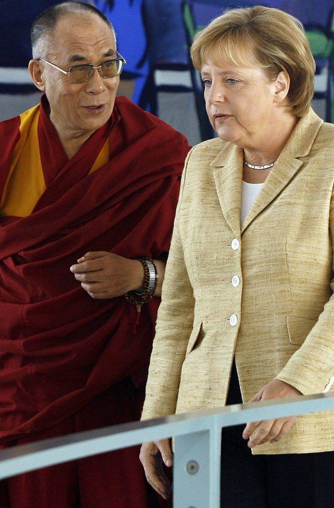 Im Bundeskanzleramt empfängt Merkel im September 2017 den Dalai Lama.  Foto: AP