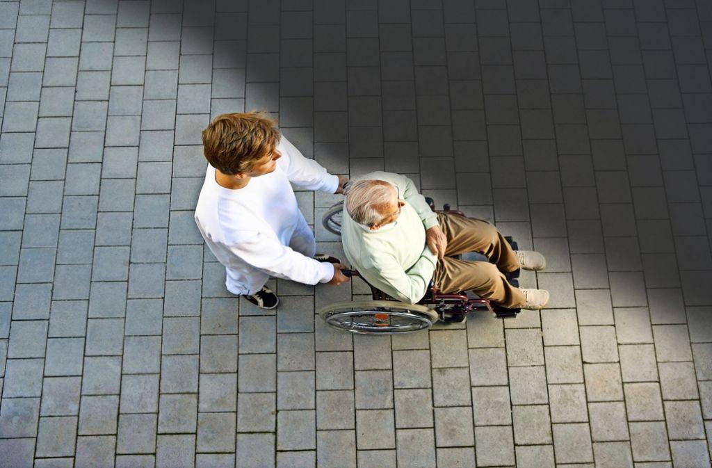 Die Zahl der Pflegebedürftigen steigt laut dem Statistischen Landesamt bis zum Jahr 2050 um 90 Prozent – doch wer wird sie pflegen? Foto: Mauritius