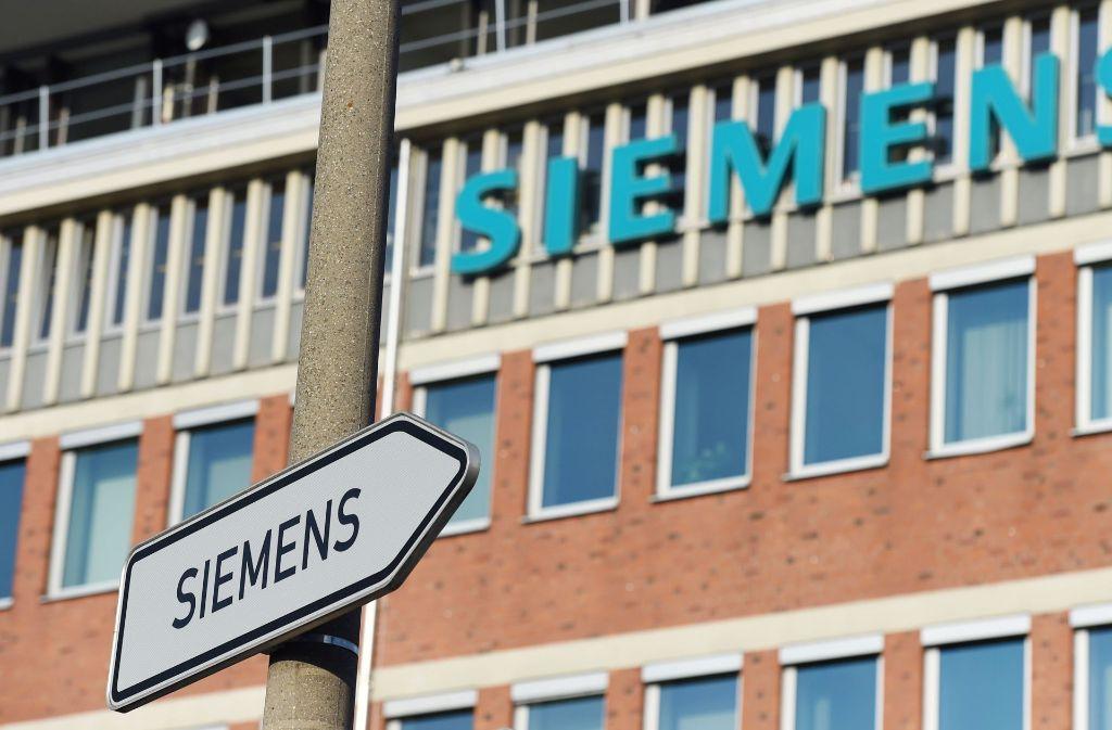 Bei dem Münchner Großkonzern Siemens drohen Werksschließungen und Entlassungen. Foto: AFP
