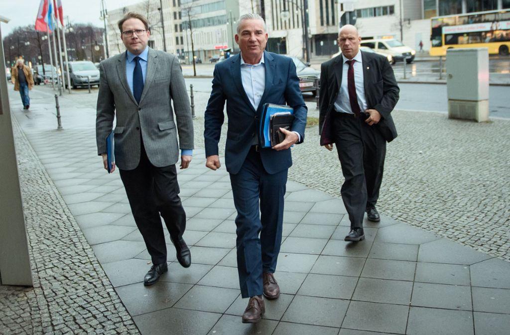 Thomas Strobl (Mitte) verteidigt die Flüchtlingspolitik der Kanzlerin Angela Merkel. Foto: dpa